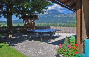 Gartenanlage Aparthotel Sonnleitn mit Tischtennis Kitzbüheler Alpen