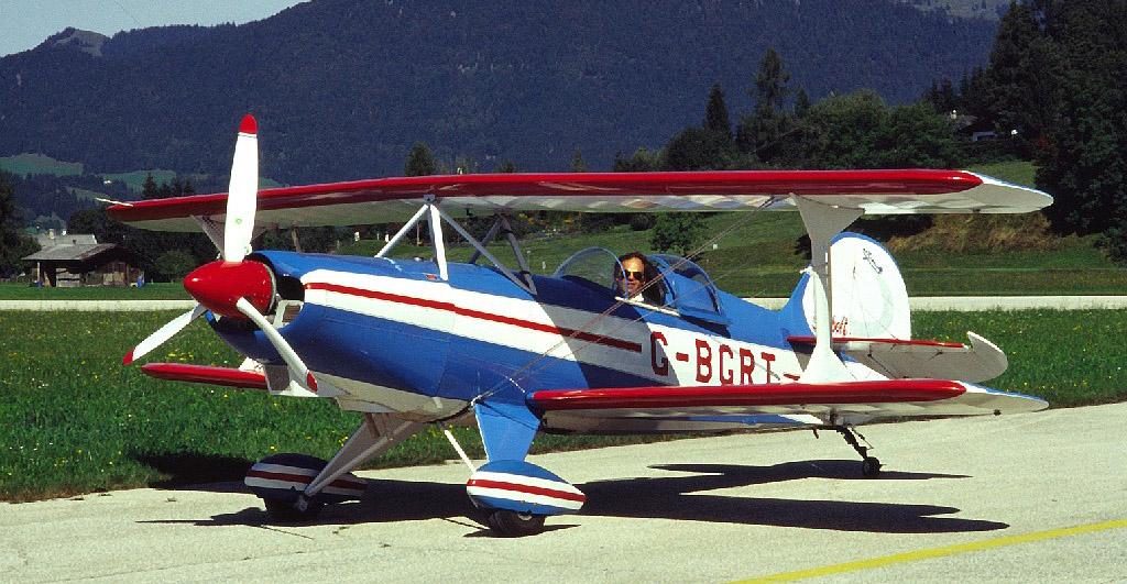 Skybolt Doppeldecker fliegen am Wilden Kaiser in St. Johann